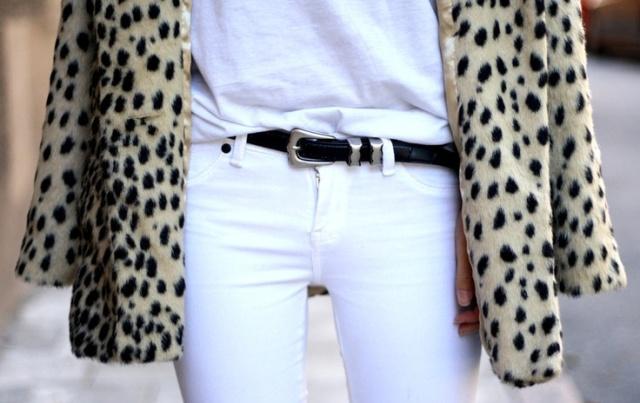 Blanco tota + abrigo de leopardo.