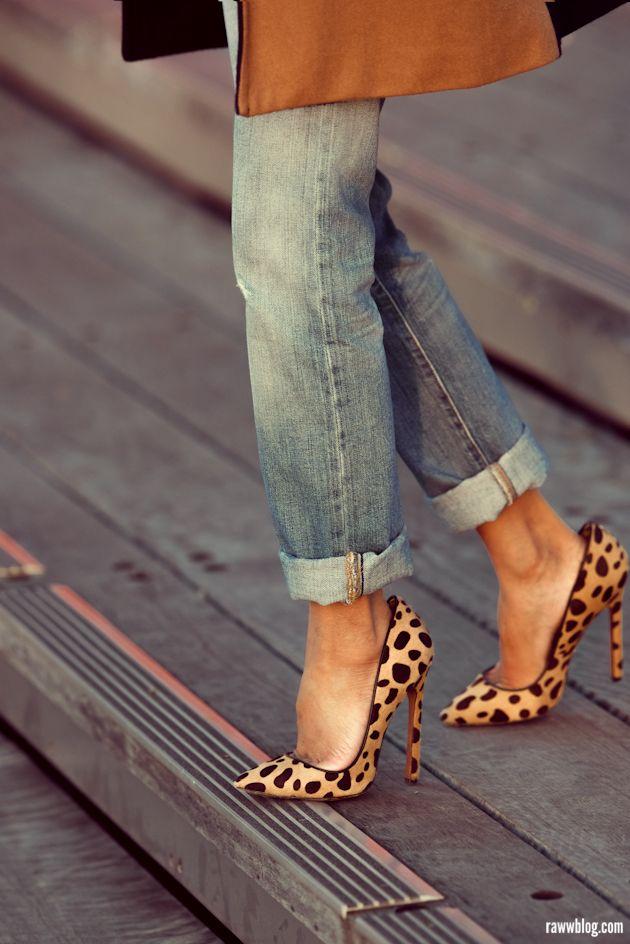 zapatos-de-salon-de-leopardo-con-vaqueros-boyfriend